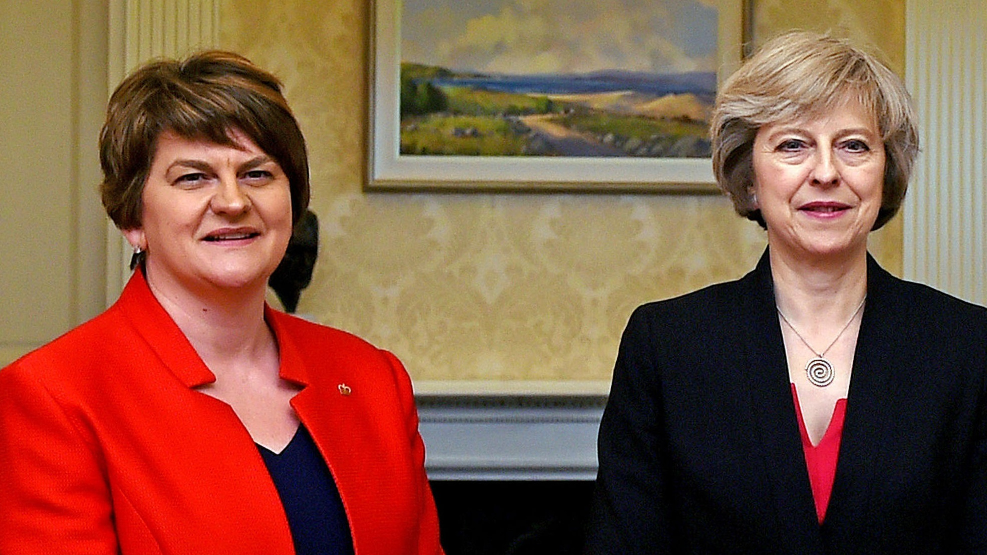 May starts DUP talks in bid to keep power