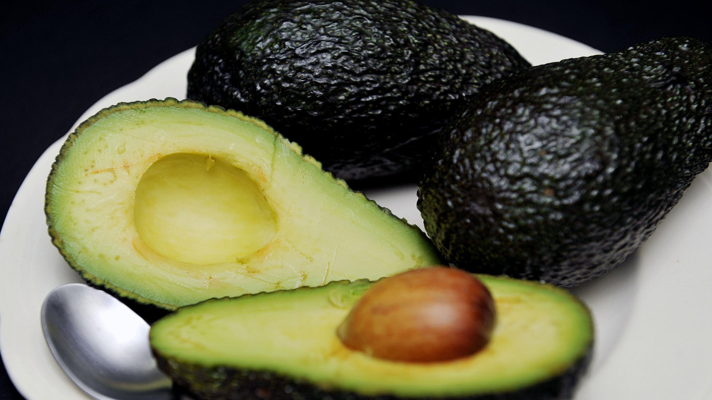 CAUGHT ON CAMERA: Store clerk attacked with a barrage of avocados