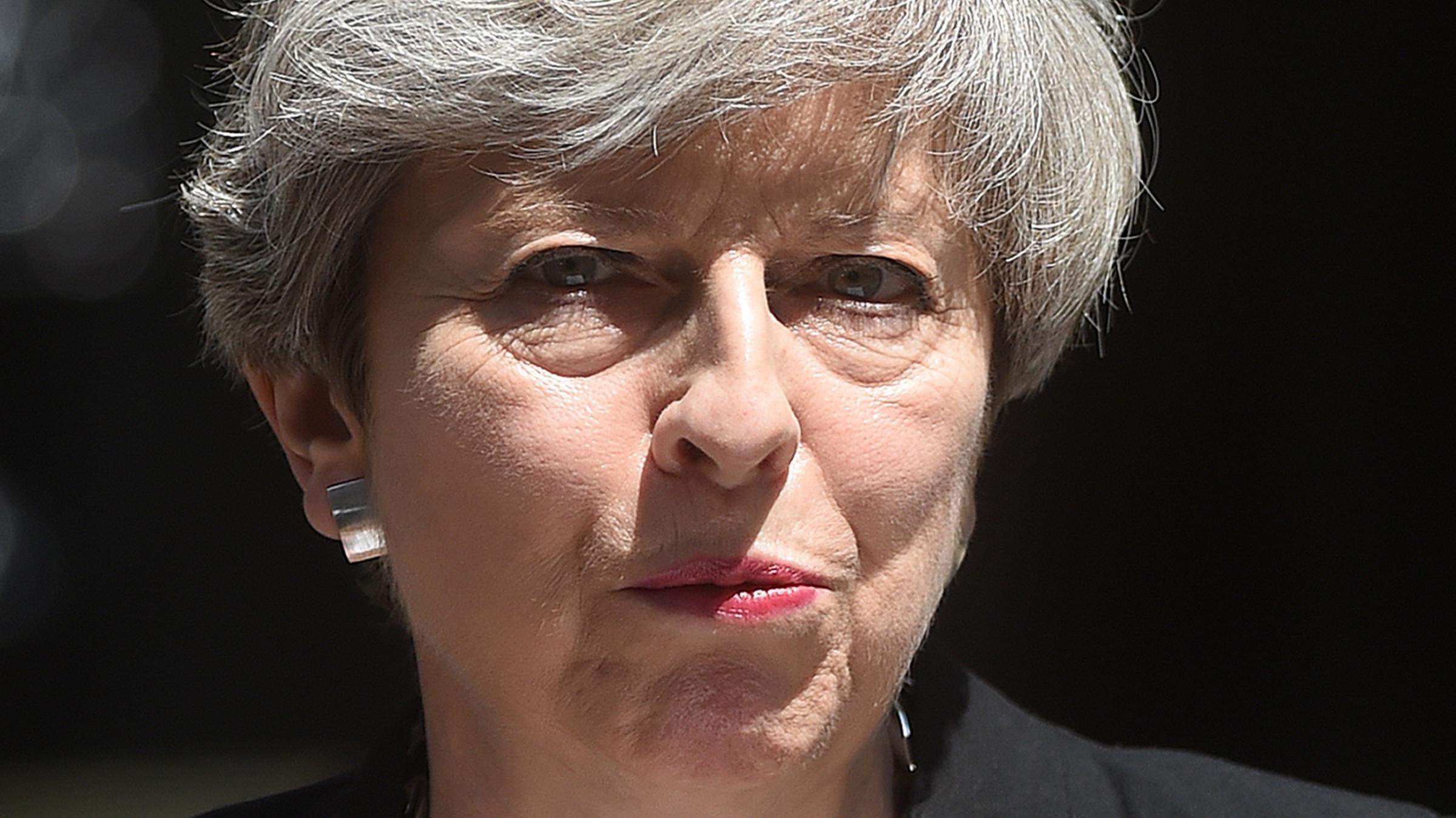 Theresa May 'reassures' Irish PM on DUP deal